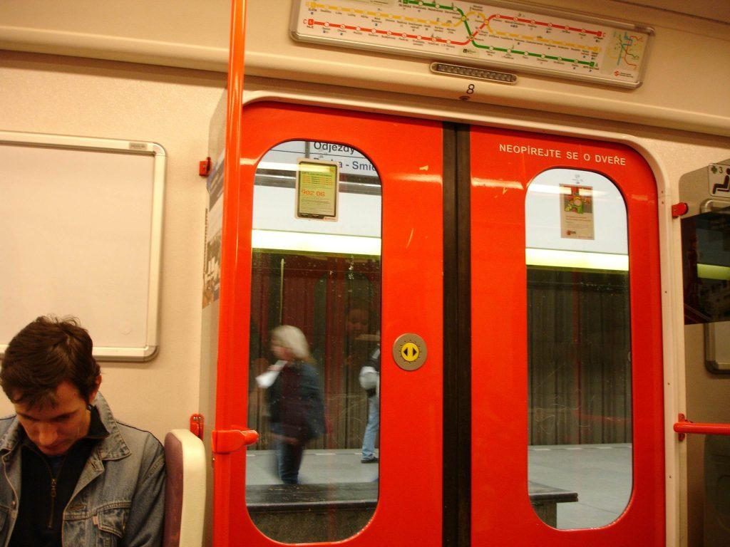 Prague-Metro-stop-doors-closed