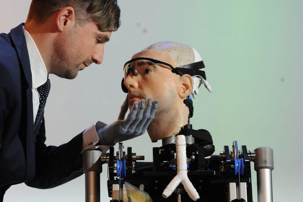 prvi bionicki covek